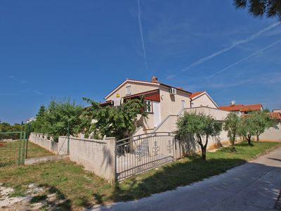 Photo for Holiday apartment Pjescana Uvala for 4 - 5 persons with 2 bedrooms - Holiday apartment