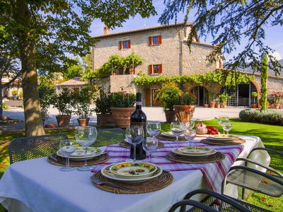 Photo for Agriturismo near Cortona with spacious garden and swimming pool