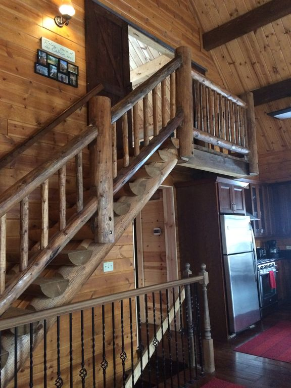 Beautiful Apple Canyon Lake Log Cabin In The Woods Scales