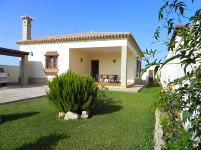 Photo for Nice vacation home with 3 bedrooms for 6 persons, with private pool, quiet, only just some 500m from Conil, with WiFi.