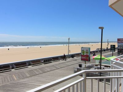Great Large Ocean Front Condo Directly on Boardwalk Blcony. Pool 70 HD TV Wifi. Beach Chairs