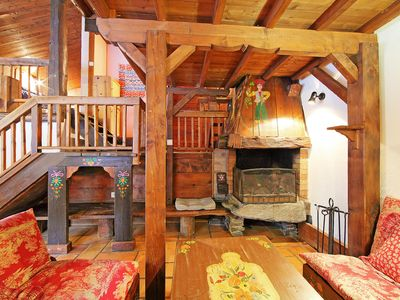 Photo for This 4-bedroom villa for up to 12 guests is located in Chamonix / Chamonix-Mont Blanc and has a priv
