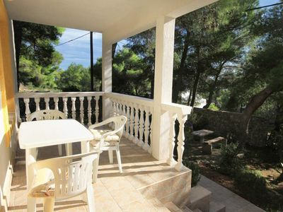 Photo for Two bedroom apartment with terrace Rukavac (Vis)