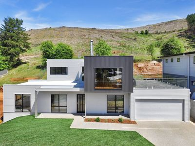 Photo for Balcony to Bogong - modern house ten minute stroll to town