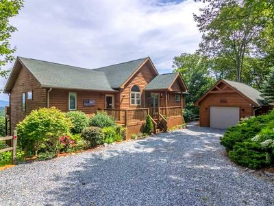 Photo for A Bear's Eye View - 10 minutes to Boone, GREAT VIEWS, game room, hot tub!