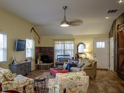 Super Comfy and Quiet . . . Newly Built 2 Bedroom, 2 Bath Guesthouse