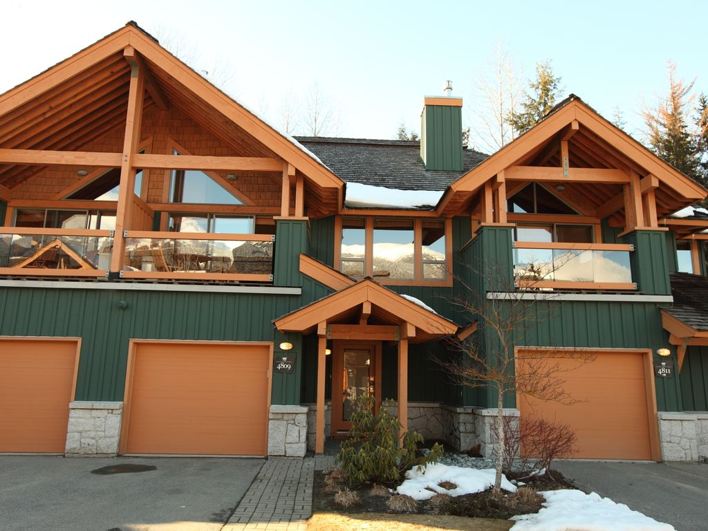 Montebello luxury in whistler village nor vrbo for Montebello cabin rentals