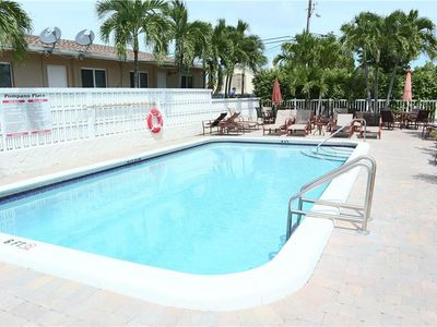 Photo for Pompano Beach - Top Floor-spacious 2 bedrm 2 bathrm condo, pool fully equipped.