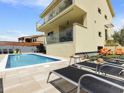 Photo for Modern apartment in newly built house with pool and seview, 150m from the beach