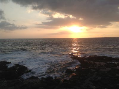 Sunset at the Alii Villas oceanfront viewing area.