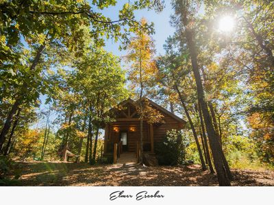 Private Luxury Log Cabin Getaway w/hot tub 20 minutes west of Little Rock