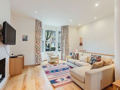 Photo for Gorgeous 4 bed, 2.5 bath North London apt