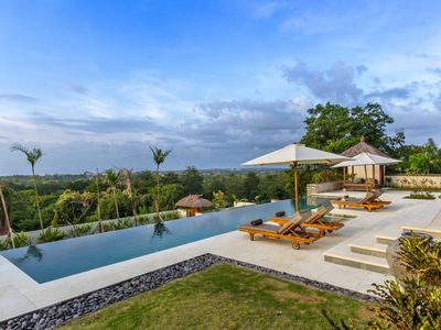Photo for Bayu, luxury 6 bed villa, car + driver, magnificent ocean views, Uluwatu
