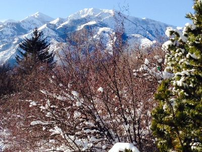 Amazing Mountain Views. About 10 minutes from Snowbasin Ski Resort.