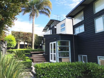 Photo for Elegant City Oasis in the Heart of Auckland