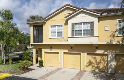 Photo for Cozy 3 bedroom Holiday Home, walking distance from Walmart! Near Disney ! 2814