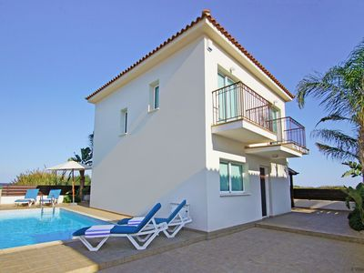 Photo for JENNY 3bed Villa within walking distance to Trinity Golden Beach