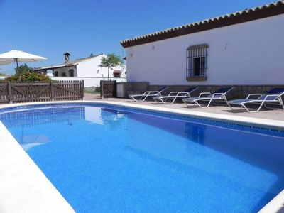 Photo for holiday home with private pool, for 6 persons, 5-10min to the beach and Conil, with WiFi and Aircondition and bicycles.