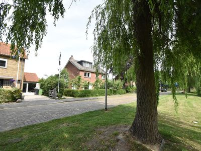 Photo for Large, detached family home with spacious and sunny garden, near Amsterdam