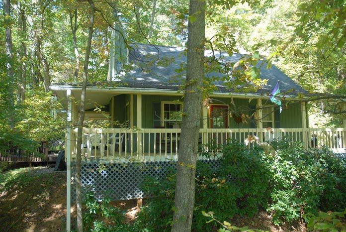 WATERFALL - WOODS - HOT TUB - DECKS - SECLUDED GREAT REVIEWS !!!!! - Maggie  Valley