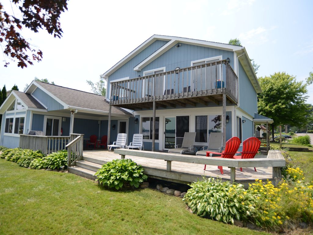 Lakefront vacation home howell southeast michigan for Home builders southeast michigan