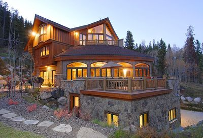 Welcome to Alpine Majesty!  - A truly unique architecture with lots of amenities and true mountain getaway feeling.