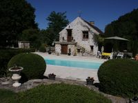 Lovely characterful cottage with shared swimming pool