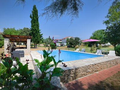 Photo for Nice apartment with large pool, kitchen, bathroom, air conditioning, garden and BBQ