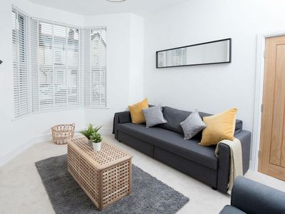 Photo for Lovely, Modern 2 Bed Apartment in Central Cardiff