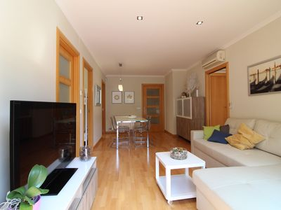 Photo for 3 bedroom apartment right in front of the beach with wifi