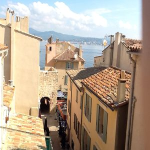 Photo for Modern roof terrace apartment in central St. Tropez with sea view