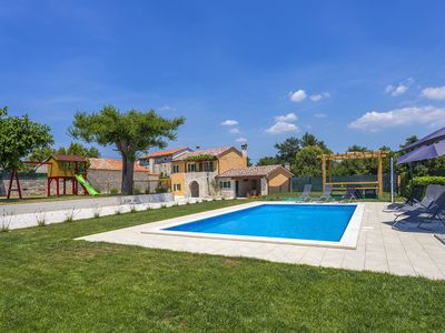 Photo for Holiday home for 8, 152 m² with pool 40m²  in quiet surroundings