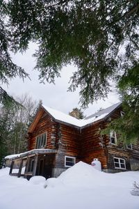 Photo for Quintessential Vermont log cabin minutes to the slopes at Sugarbush