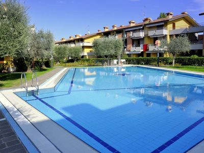 Photo for In Lugana di Sirmione, with beautiful swimming pool, central yet quiet