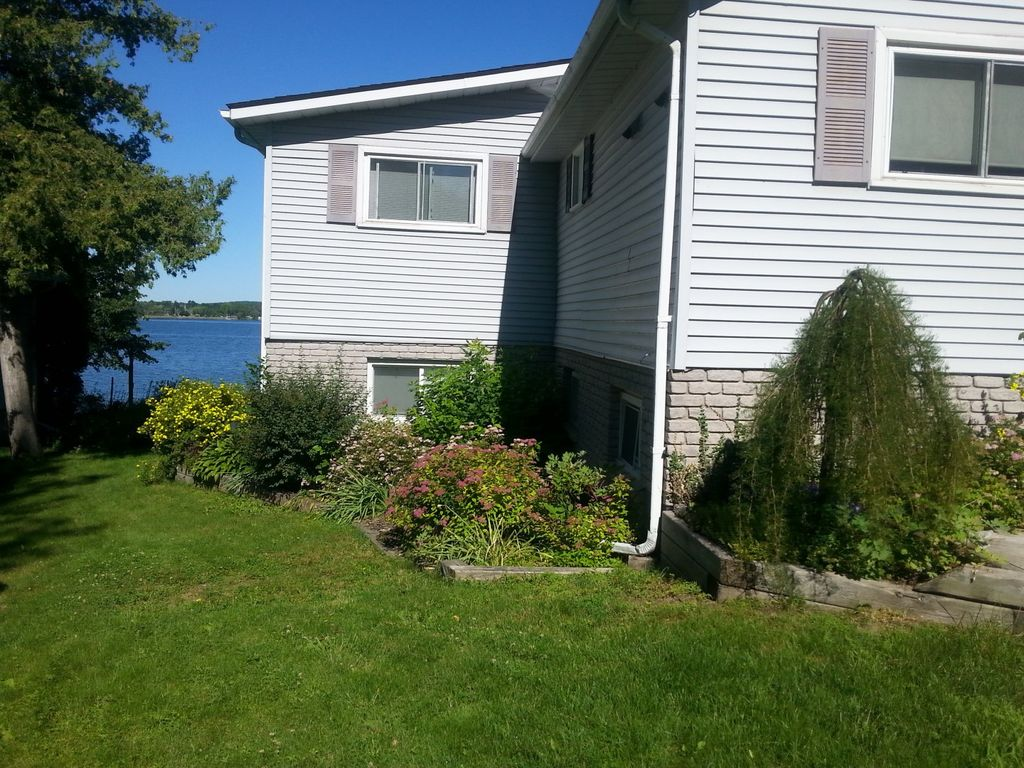 Waterfront Retreat on Chemong Lake, up to 8 guests