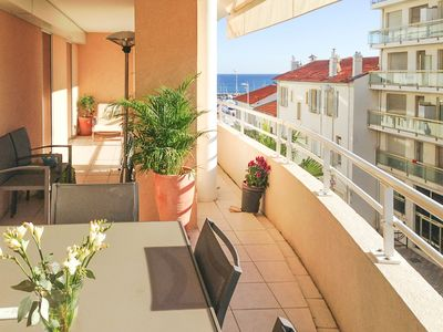 Photo for Spacious apartment with large balcony near the beach in Pointe Croisette. With garage.