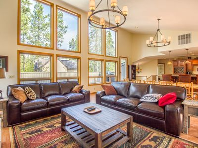 Photo for Pool Table, 2 Decks, Chef's Kitchen, 3,000 sq ft in Sunriver, Hot Tub- DIXI04
