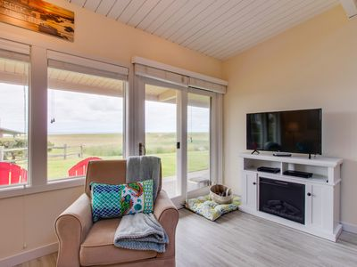 Photo for Dog-friendly oceanfront condo, close to Gearhart Golf Links - walk to the beach!