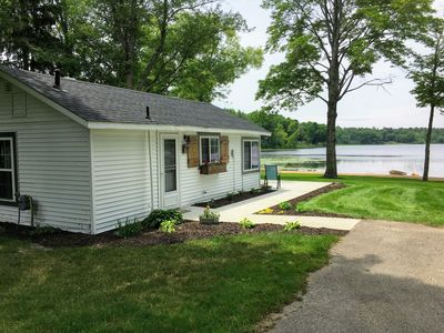Photo for Cozy lakefront cottage