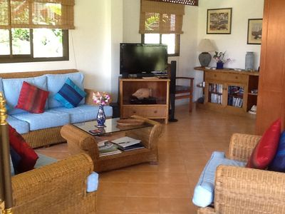 The well furnished and very comfortable lounge, leading to the downstairs balcon