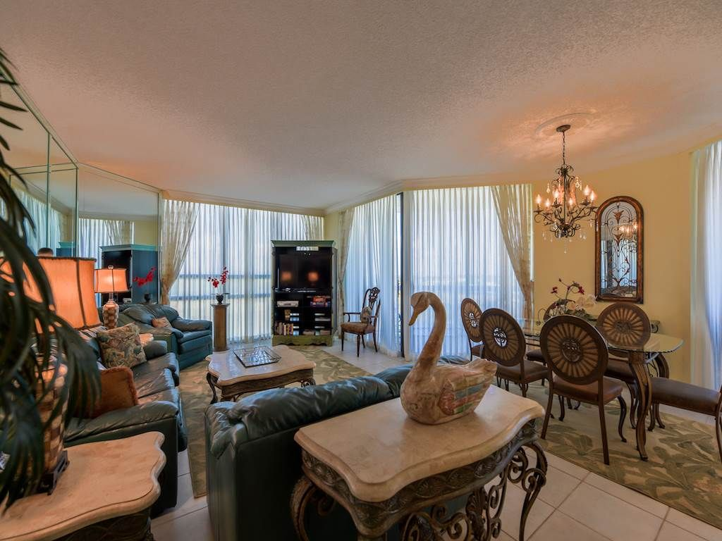 Beau Surfside #811, 2 Bedroom W/beach Views. Convenient To Shopping And  Restaurants!