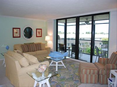 Newly redecorated living room w/direct access to the lanai.