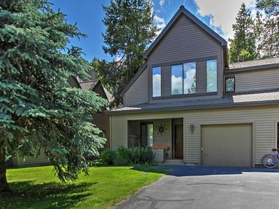 Photo for 3BR Sunriver Townhome on Woodlands Golf Course!