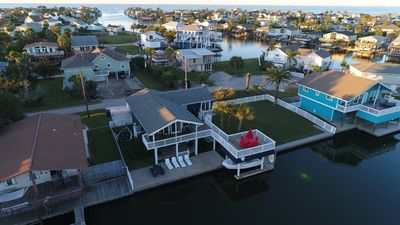 Relaxing waterfront family retreat! Kayaks, paddle boards and fishing.