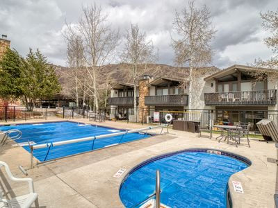 Photo for Cozy ski-in/ski-out condo w/ shared pool & hot tub - perfect location!