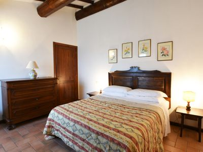 Photo for Farmhouse between Perugia and Assisi - Three-roomed apartment Verde