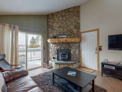 Photo for NEW LISTING! Mountain view condo w/shared pool/hot tub/gym, deck & fireplace