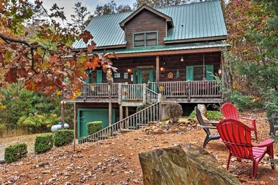 Immerse yourself in Georgia's natural splendor at this vacation rental cabin!