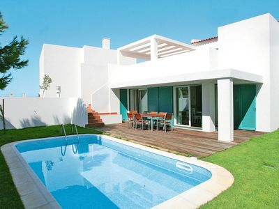 Photo for This 3-bedroom villa for up to 7 guests is located in Alvor and has a private swimming pool, air-con