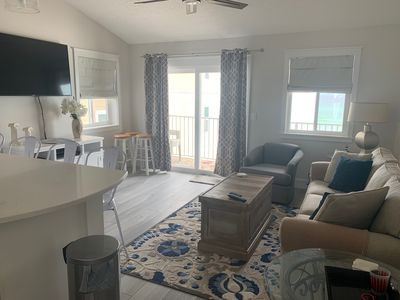 Vaulted ceiling in the spacious living area is open with ocean-view!